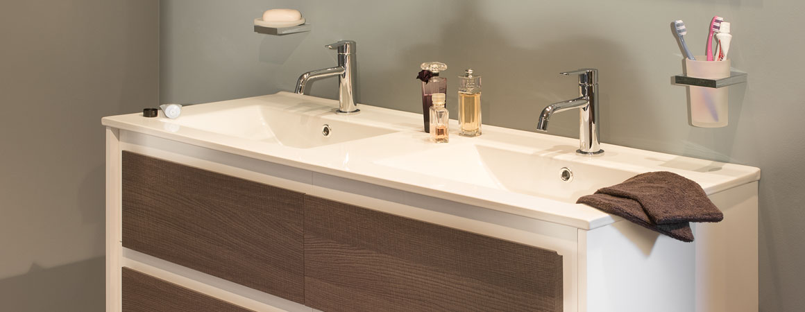 New essentials van marcke for Salle bain moderne photo
